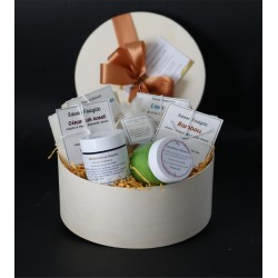 Round gft box with natural...
