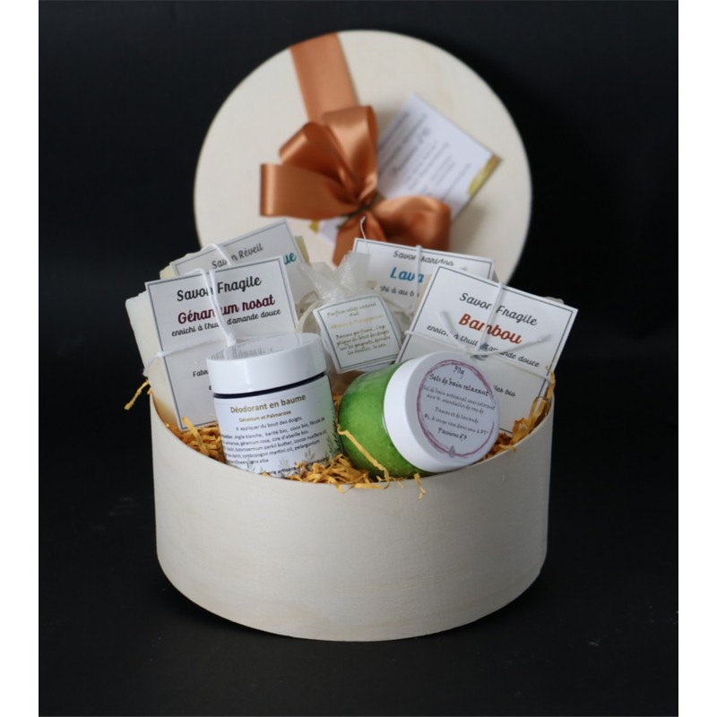 Round gft box with natural cosmetics